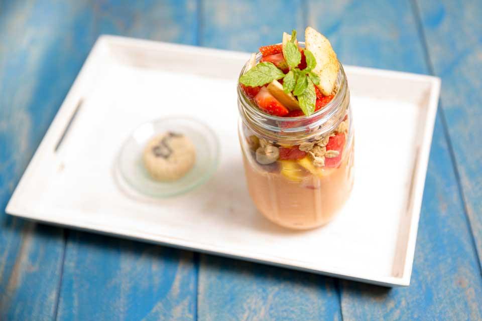 alchemy ubud bali raw food restaurant